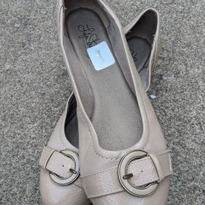 Women's Life Stride Nude Faux Leather Flats 7M EUC